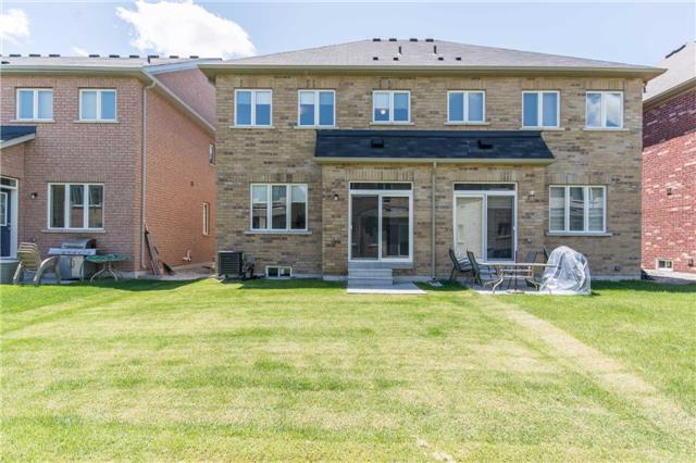 Semi-detached at 21 Falling Leaf Dr, Caledon, Ontario. Image 9