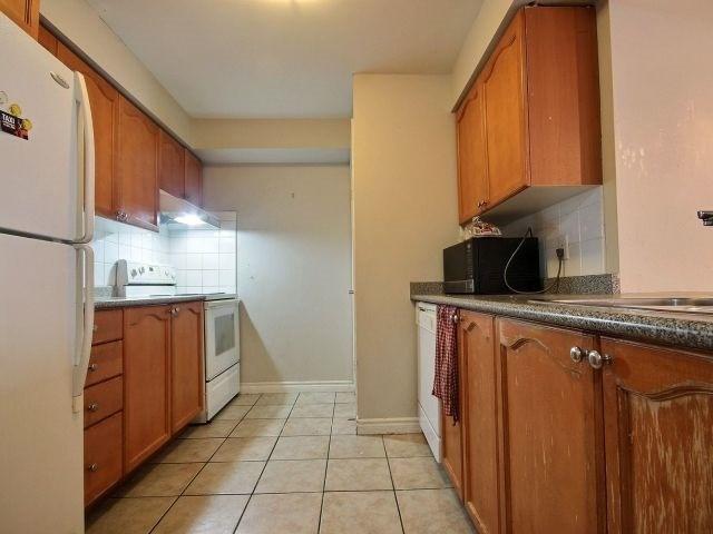 Condo Apartment at 3880 Duke Of York Blvd, Unit 2518, Mississauga, Ontario. Image 4