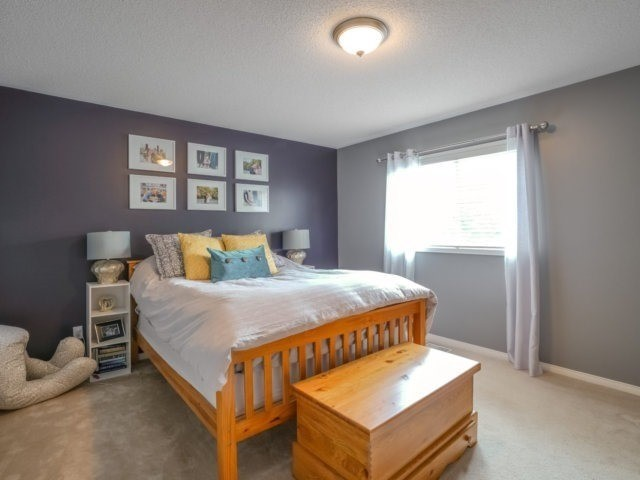 Semi-detached at 1811 Stevington Cres, Mississauga, Ontario. Image 2