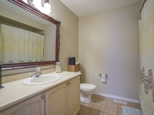 Semi-detached at 1811 Stevington Cres, Mississauga, Ontario. Image 7
