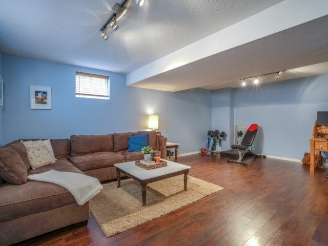 Semi-detached at 1811 Stevington Cres, Mississauga, Ontario. Image 8