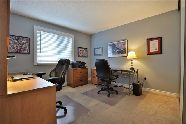 Detached at 260 O'donoghue Ave, Oakville, Ontario. Image 4