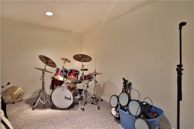 Detached at 260 O'donoghue Ave, Oakville, Ontario. Image 7