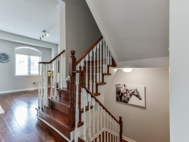 Semi-detached at 3364 Southwick St, Mississauga, Ontario. Image 15