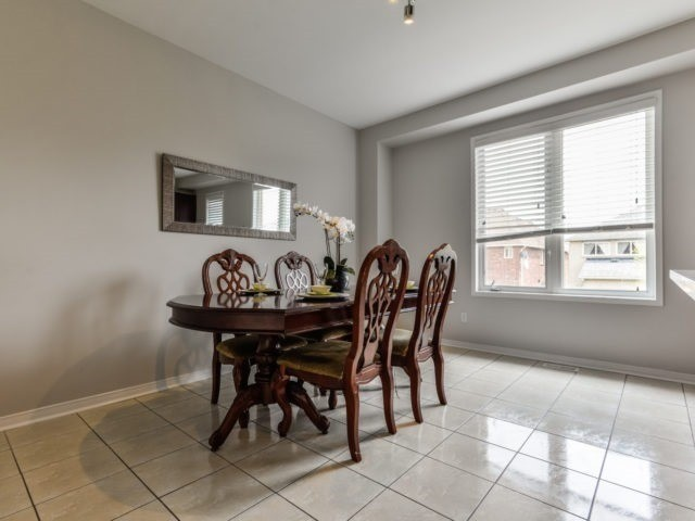 Semi-detached at 3364 Southwick St, Mississauga, Ontario. Image 16