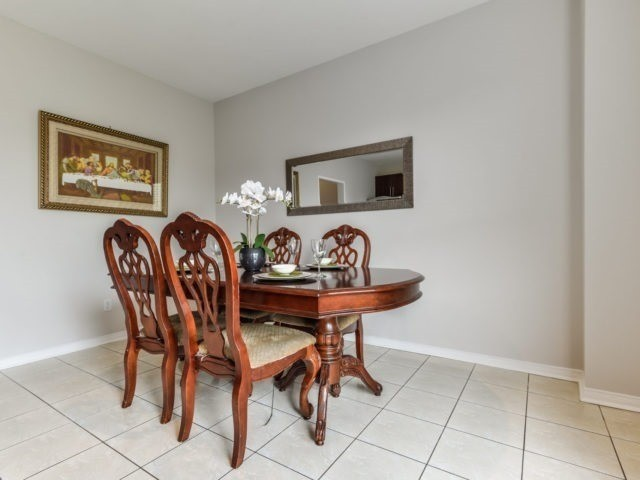 Semi-detached at 3364 Southwick St, Mississauga, Ontario. Image 17