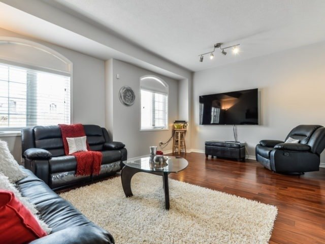 Semi-detached at 3364 Southwick St, Mississauga, Ontario. Image 18