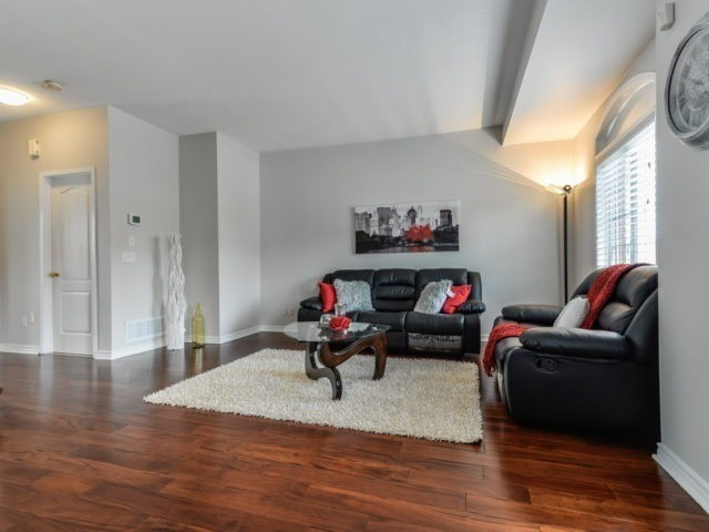 Semi-detached at 3364 Southwick St, Mississauga, Ontario. Image 19