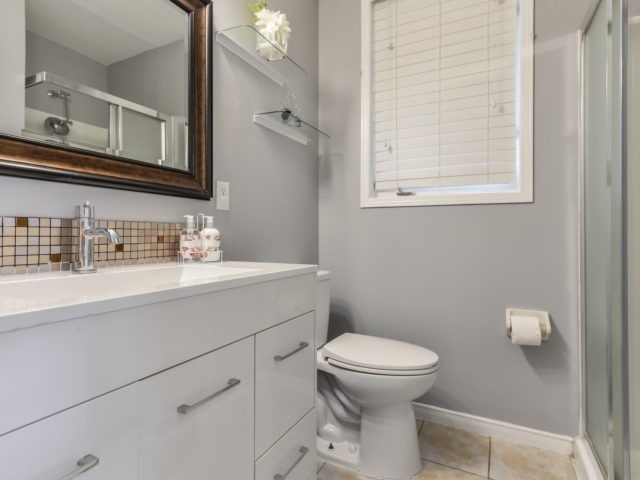 Semi-detached at 3364 Southwick St, Mississauga, Ontario. Image 8