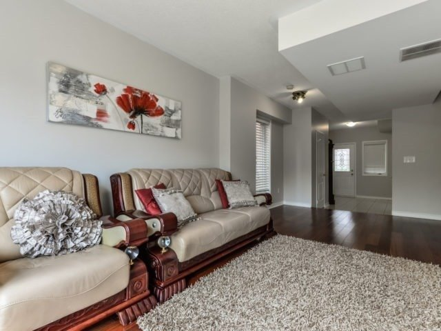 Semi-detached at 3364 Southwick St, Mississauga, Ontario. Image 9