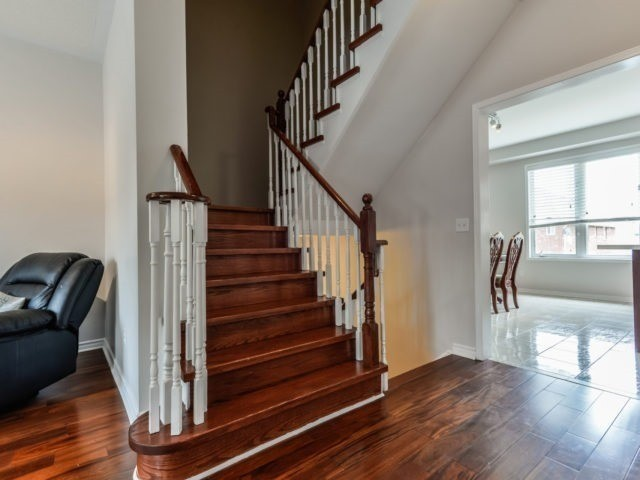 Semi-detached at 3364 Southwick St, Mississauga, Ontario. Image 10