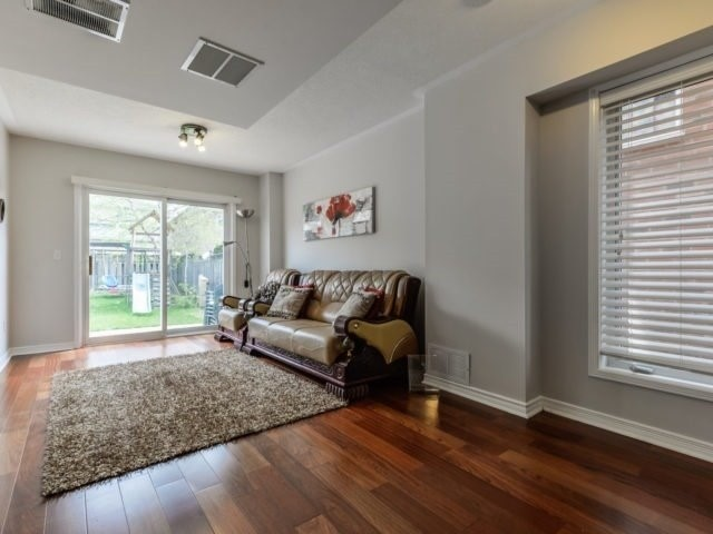 Semi-detached at 3364 Southwick St, Mississauga, Ontario. Image 11