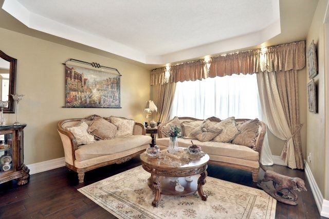 Detached at 2056 Ashmore Dr, Oakville, Ontario. Image 14