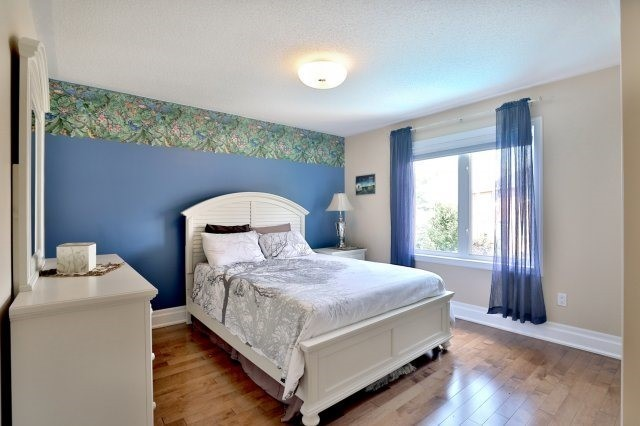 Detached at 2056 Ashmore Dr, Oakville, Ontario. Image 4