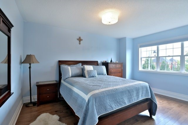 Detached at 2056 Ashmore Dr, Oakville, Ontario. Image 5