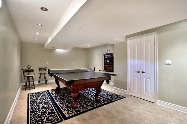 Detached at 2056 Ashmore Dr, Oakville, Ontario. Image 8