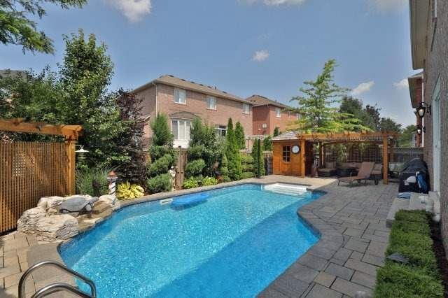 Detached at 2056 Ashmore Dr, Oakville, Ontario. Image 9