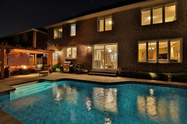 Detached at 2056 Ashmore Dr, Oakville, Ontario. Image 10