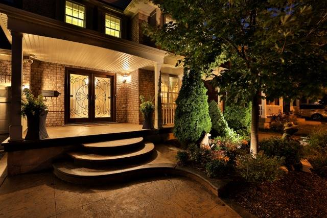 Detached at 2056 Ashmore Dr, Oakville, Ontario. Image 13