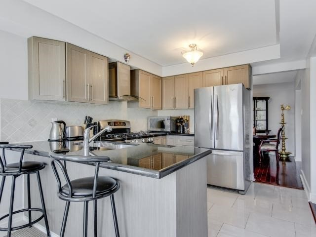 Detached at 278 Ceremonial Dr, Mississauga, Ontario. Image 4