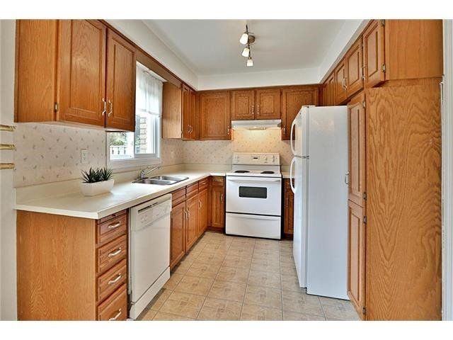 Detached at 3531 Chartrand Cres, Mississauga, Ontario. Image 18