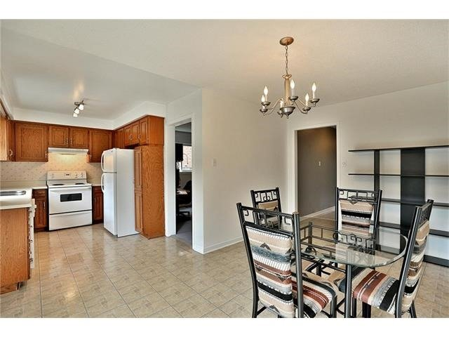 Detached at 3531 Chartrand Cres, Mississauga, Ontario. Image 19
