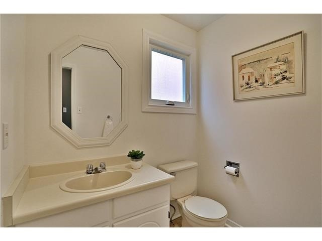 Detached at 3531 Chartrand Cres, Mississauga, Ontario. Image 3