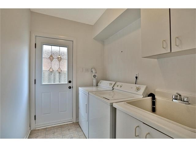 Detached at 3531 Chartrand Cres, Mississauga, Ontario. Image 4