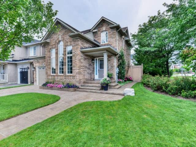 Detached at 2523 Nettlecreek Cres, Oakville, Ontario. Image 1