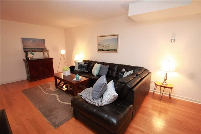 Condo Townhouse at 1250 Mississauga Valley Blvd, Unit 33, Mississauga, Ontario. Image 1