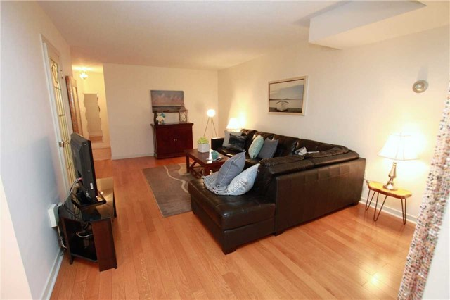 Condo Townhouse at 1250 Mississauga Valley Blvd, Unit 33, Mississauga, Ontario. Image 12