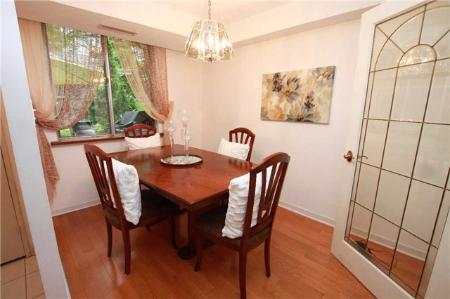 Condo Townhouse at 1250 Mississauga Valley Blvd, Unit 33, Mississauga, Ontario. Image 15