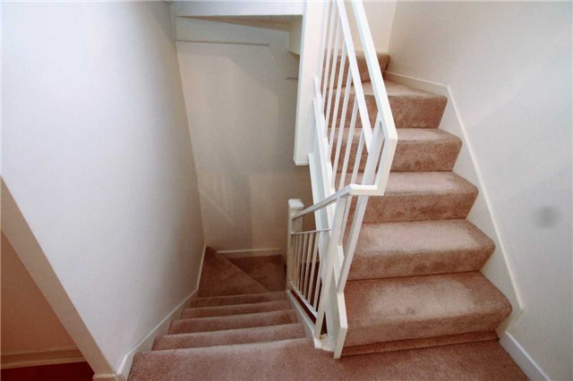 Condo Townhouse at 1250 Mississauga Valley Blvd, Unit 33, Mississauga, Ontario. Image 4