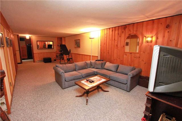 Condo Townhouse at 1250 Mississauga Valley Blvd, Unit 33, Mississauga, Ontario. Image 5