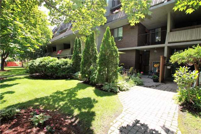 Condo Townhouse at 1250 Mississauga Valley Blvd, Unit 33, Mississauga, Ontario. Image 10