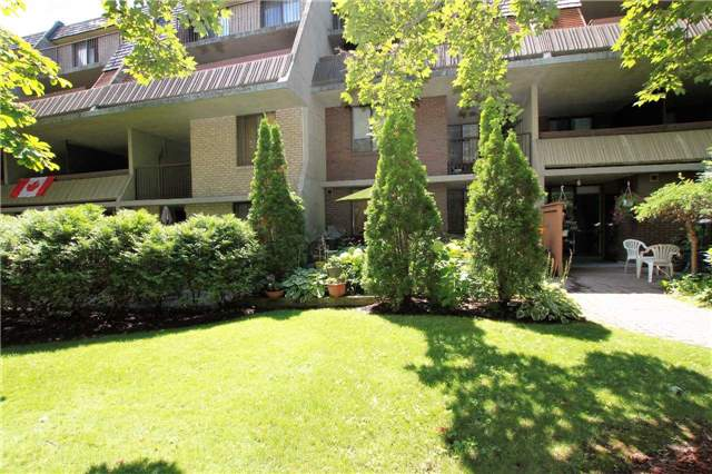Condo Townhouse at 1250 Mississauga Valley Blvd, Unit 33, Mississauga, Ontario. Image 11