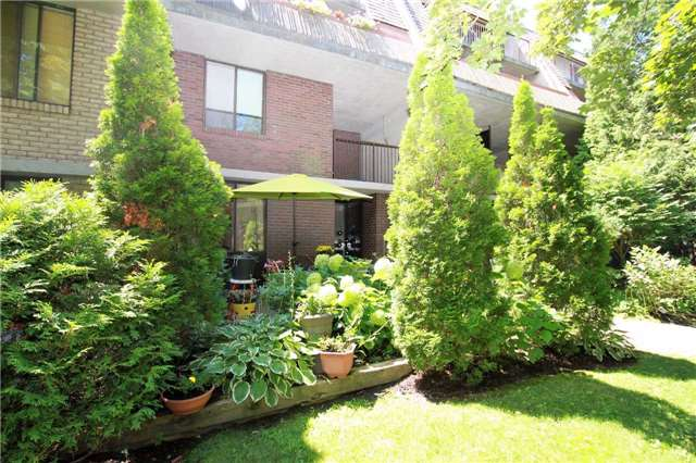 Condo Townhouse at 1250 Mississauga Valley Blvd, Unit 33, Mississauga, Ontario. Image 13