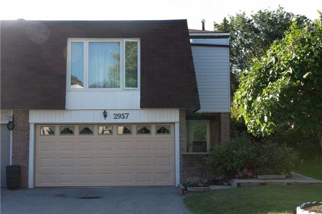 Semi-detached at 2957 Windjammer Rd, Mississauga, Ontario. Image 1