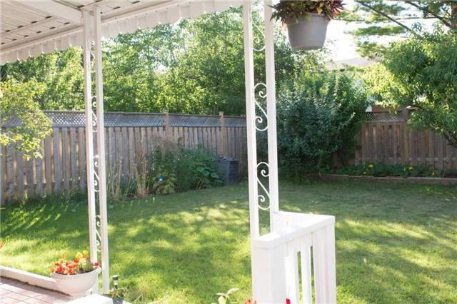 Semi-detached at 2957 Windjammer Rd, Mississauga, Ontario. Image 11