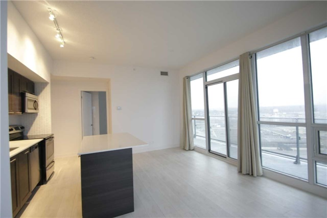Condo Apartment at 2212 Lakeshore Blvd W, Unit 2001, Toronto, Ontario. Image 15