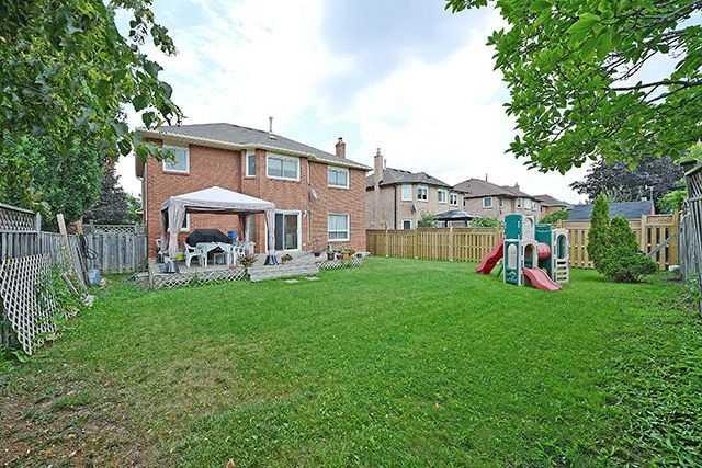 Detached at 36 Sapphire Cres, Brampton, Ontario. Image 13