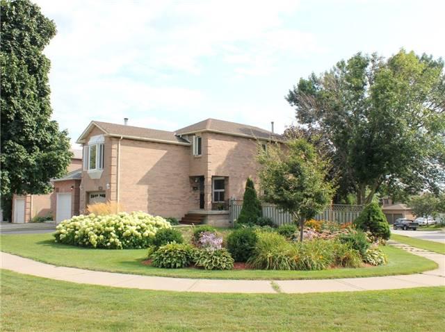 Detached at 1439 Eddie Shain Dr, Oakville, Ontario. Image 1