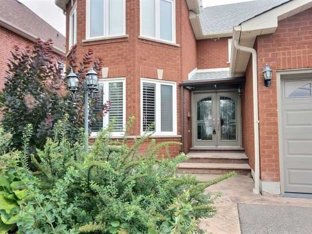 Detached at 5424 Turney Dr, Mississauga, Ontario. Image 1