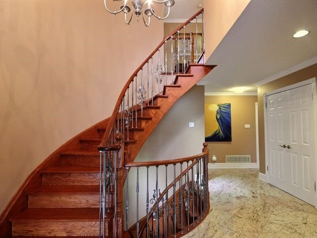 Detached at 5424 Turney Dr, Mississauga, Ontario. Image 15