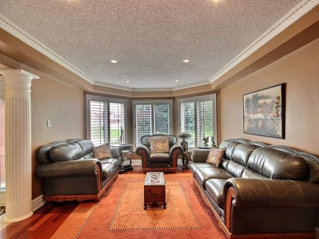 Detached at 5424 Turney Dr, Mississauga, Ontario. Image 2