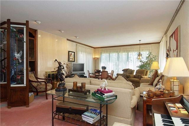 Detached at 7 Westmount Park Rd, Toronto, Ontario. Image 8
