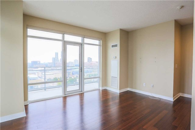 Condo Apartment at 365 Prince Of Wales Dr, Unit 1311, Mississauga, Ontario. Image 3