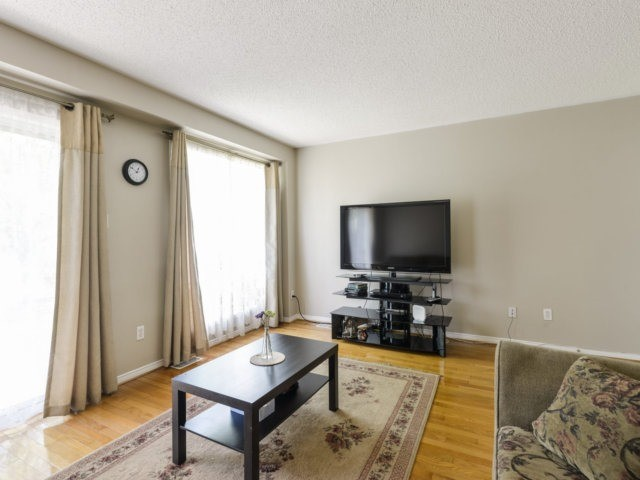 Condo Townhouse at 5255 Guildwood Way, Unit 77, Mississauga, Ontario. Image 18