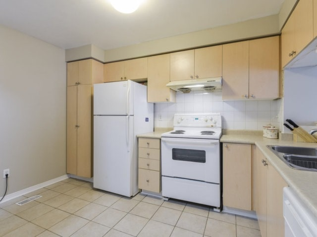 Condo Townhouse at 5255 Guildwood Way, Unit 77, Mississauga, Ontario. Image 19