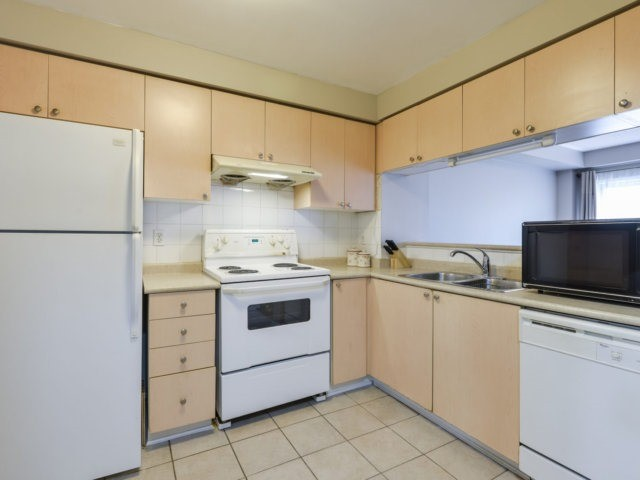 Condo Townhouse at 5255 Guildwood Way, Unit 77, Mississauga, Ontario. Image 20